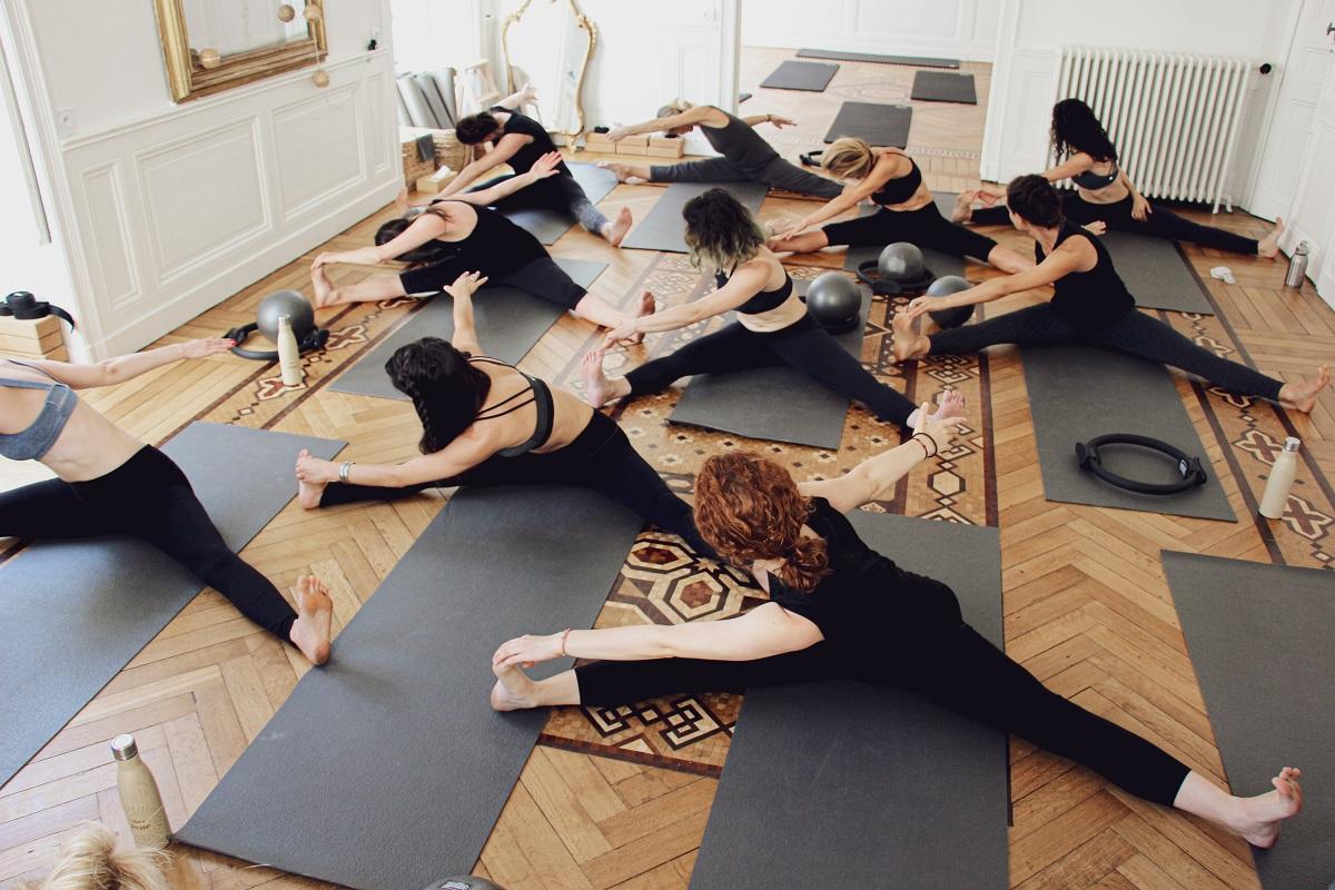 Pose de Yoga, cours de yoga chez June à Nantes