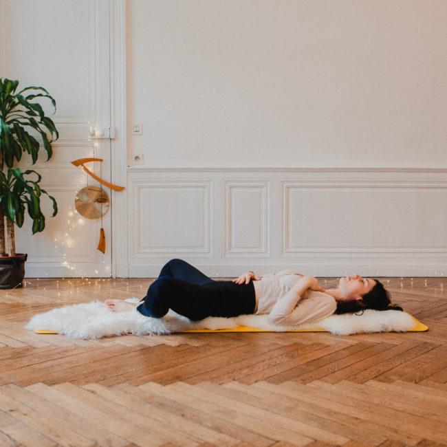 Posture du papillon par Pauline professeure de Yoga chez June